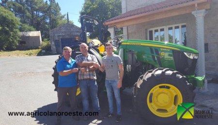 Agrícola Noroeste Entrega John Deere  5095M a la Ganaderia Failde