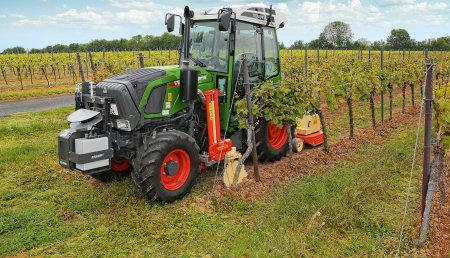 Fendt 200 Vario VFP en combinación con Braun Control automático de combinaciones complejas de aperos en el ámbito vitivinícola