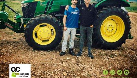Agrícola Castellana  Entrega John Deere especiales 5R versión estrecha a BODEGAS Y VIÑEDOS HERMANOS BLANCO S.L. de Valtiendas (Segovia)