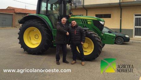 Agricola Noroeste entrega un John Deere 6120M al Presidente de la Comunidad de Regantes del Páramo Medio, Julio Cesar