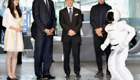 ASIMO conoce al Presidente Obama
