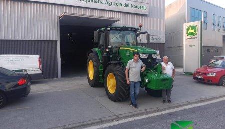 Agrícola Noroeste  entrega John Deere 6155R a SAT PETEIRA