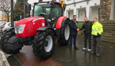 Agrícola Castelao entrega MCCORMICK  X6.55, desbrozadora TDR200 aal Ayuntamiento de  MAZARICOS ( A CORUÑA )