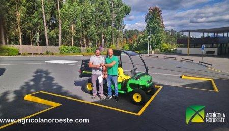 Agrícola Noroeste entrega John Deere GATOR TE(ELECTRICO) al colegio M. Peleteiro de Santiago de Compostela