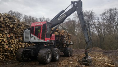 Forest Pionner entrega  a la empresa SARL LA FORESTIERE de SAINT CHELY D´APCHER - Autocargador TimberPro IncTF830B para Francia
