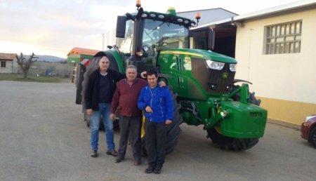 Comercial Agricola Castellana entrega  aJosé María Rodríguez Fontaneda, de Olleros (Palencia), un JOHN DEERE 6195R