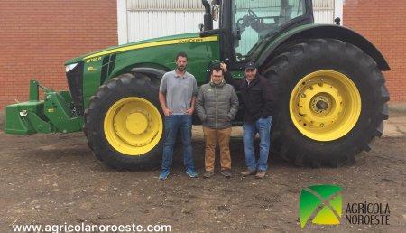 Agricola Noroeste Entrega John Deere 8295R a la explotación agricola de Biocelama S.L (Villacelama- Leon)