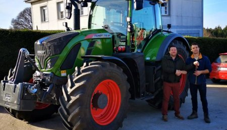 Maxideza entrega a Sergio de Granxa San Xoan , de Monterroso( Lugo) , el tractor FENDT modelo 718