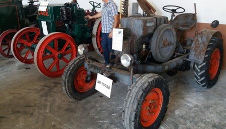 Tractores con más de 100 años de historia vuelven a funcionar en Lechedo de Cuesta (Burgos)
