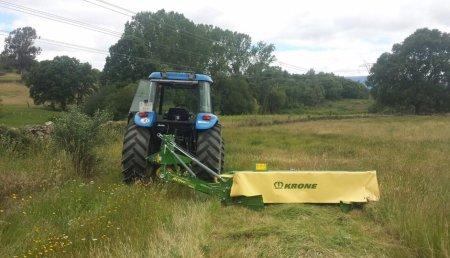 Agricola Suarez entrega segadora KRONE Active Mow R240.