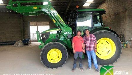 Agrícola Noroeste  entrega John Deere 6115MC+623R a ANGEL Y JOSE