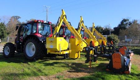 Hitraf Entrega de 3 equipos de desbroce á Xunta de Galicia con tractor forestal valtra, desbrozadora de brazo GL1 e trituradora traseira TMC Cancela
