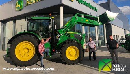 Agrícola Noroeste  entrega John Deere 6155R +Pala Cargadora John Deere 643R a Jose Manuel y Domingo