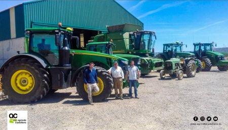 Agrícola Castellana entrega JOHN DEERE 8245R en Torquemada (Palencia) a Miguel Angel Santiago Balbas y sus hijos Ricardo y Miguel