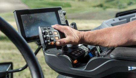 Valtra y Elisa presentan el tractor a control remoto - un gran paso hacia la conducción autónoma