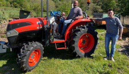 Tecnor Lalin Maquinaria entrega Kubota L 2351 a Javier