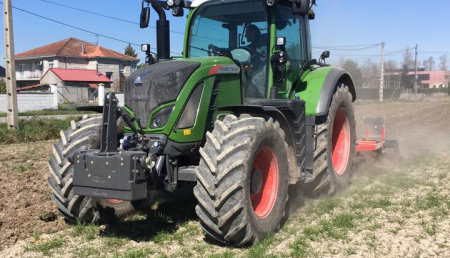 Agricola Suarez entrega un FENDT 716 con un Chisel
