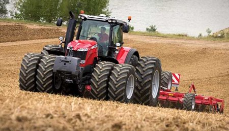 Massey Ferguson MF 8737 gana el premio de finalista al Tractor del año
