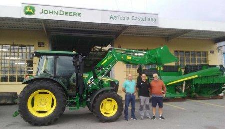 Comercial Agrícola Castellana entrega JOHN DEERE 5085M con pala 543R a la Yeguada Quijas, de Reocín (Cantabria).