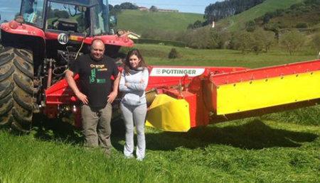 Agricola Patricio entrega  NOVACAT 352 de PÖTTINGER, a la ganadería Urbasa, de Condres (Gozón) Asturias
