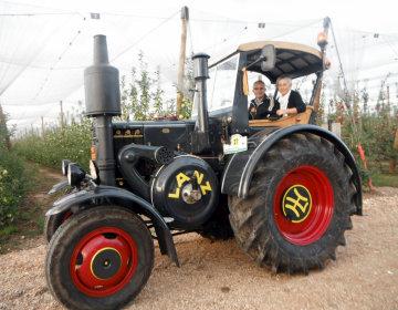 Josep Sagues, más de 35 años restaurando tractores