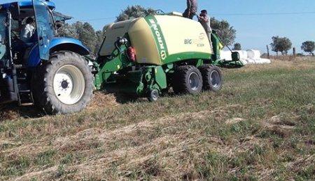 Farming Agricola entrega  Krone GmbH & Co. KG Swadro TC 680 e BP 890 XC en Beja, con o Distribuidor Auto Alvaladense, Lda.