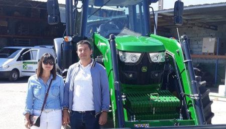 Agrícola Noroeste  entrega John Deere 6130M a Luis Carlos e Isabel