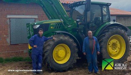 Agrícola Noroeste entrega John Deere 6155R + Pala Cargadora 643R a Pedro y Javi