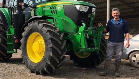 Agrícola Castellana entrega John Deere 6155M a Mon, de SAT LOS YUGOS