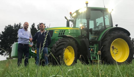 Agrícola Noroeste entrega John Deere 6155R a Ganaderia Porcilo SC