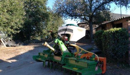 Millares Torron entrega sembradora delimbe a casa da torre en retorta Guntin