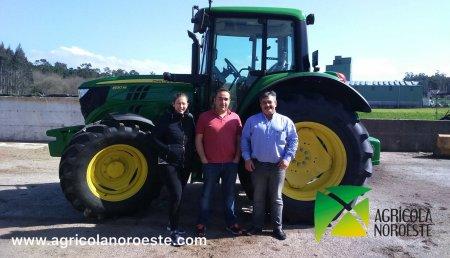 Agricola Noroeste entrega un John Deere 6130M a la Ganadería Cantiño de Vimianzo (A Coruña)