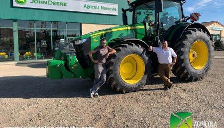 Agrícola Noroeste  entrega John Deere 8245R a Mario