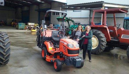 Coberma  entrega al Ayuntamiento de Camponaraya Tractor Cortacesped Kubota G23