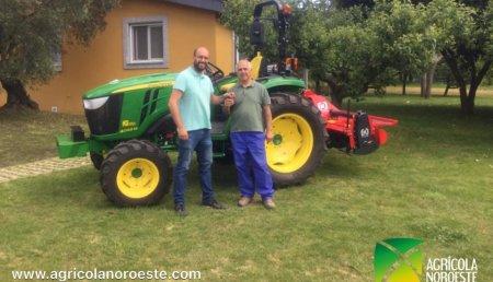 Agrícola Noroeste  entrega John Deere 4049M a Juan