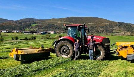 Agricola Matova entrega a Ganadería Carreira de mazaricos del equipo de segadoras con acondicionador y agrupador Elho