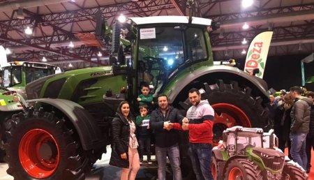 Maxideza entrega a Gandeiria Lorenzo Vilamea de Froxán (Lalin) , tractor Fendt 828 profiplus