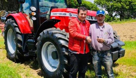 Maxideza entrega a Gerardo Lamela, Massey Ferguson  7716 s