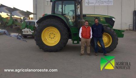 Agricola Noroeste entrega John Deere 6155M se une a flota de tractores de Productos Moran en Fresno de la Vega - Leon