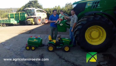 Agrícola Noroeste Entrega John Deere 6215R a Servicios Agricolas Ivan SC