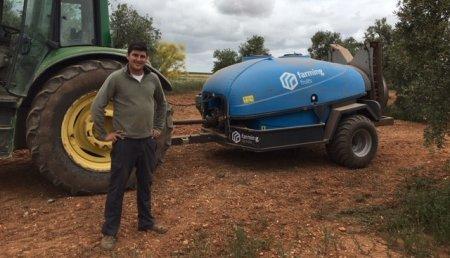 Farming Agrícola entrega  Farming Fruits de 4.000 litros para olivar a   Agrícola Severo