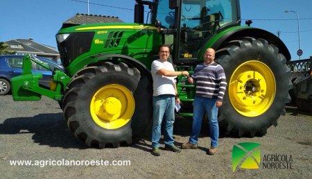 Agrícola Noroeste entrega John Deere 6215R La empresa de servicios agricolas IVAN TEMBRÁS, S.L.