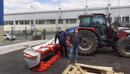 Tecnor Lalin Maquinaria entrega kunh gmd 280ff  a Julio de Melide en Rodeiro.