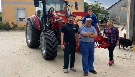 Agricola Calvo Entrega CASE IH Farmall 115 C a Raquel Varela Lopez en Santiago de Ferroi ( Guntin )