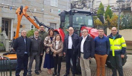 Agrícola Suárez entrega Massey Ferguson y ROUSSEAU en el Concello de Cartelle
