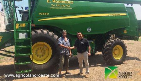 Agricola Noroeste Entrega Cosechadora John Deere  W540 a Eduardo