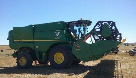 Comercial Agrícola Castellana entregada cosechadora JOHN DEERE S680I HM con corte 635F de 10,70 metros a Eusebio Díez, de Villaherreros (Palencia).