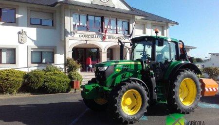 Agricola Noroeste entrega John Deere 6120M con desbrozadora Orsi al Ayuntamiento de Bergondo