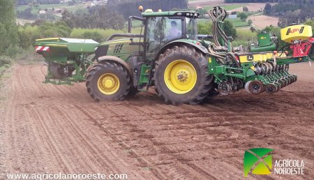 Agrícola Noroeste entrega John Deere SEMBRADORA 1725 NT CON TOLVA FRONTAL FT 180  a La Cooperativa Nuestra Sra del Perpetuo Socorro