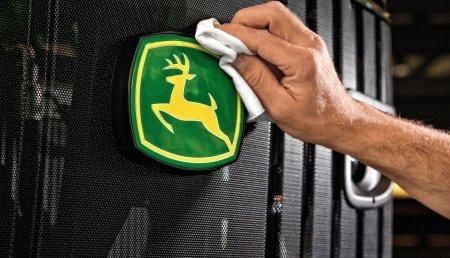 John Deere se posiciona como una de las marcas más valiosas del mundo, según el ranking elaborado por Interbrand